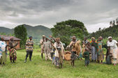 BWINDI NATIONAL PARK, UGANDA- MARCH 25: Batwa pigmy dancers dance the ethnic dances March 25, 2009 in Bwindi National Park, Uganda. Pigmy people are ancient dwellers in the forests. — Stock Photo