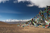 Buddhist prayer flags and mount Everest — Stockfoto