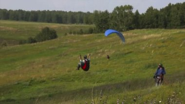 Paragliding low above ground — Стоковое видео