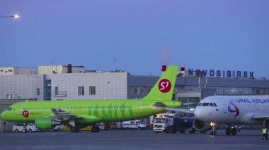 Aéroport — Vidéo
