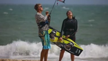 Kitesurfers — Stock Video