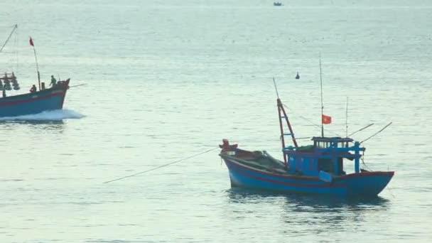 Barcos de pesca — Vídeo de stock