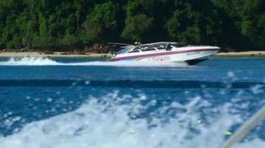Fast speedboat — Stock Video