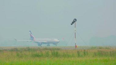 Odrzutowy samolot pasażerski — Wideo stockowe