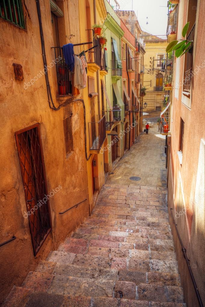 Traditional old Spanish street, Tarragona, Catalonia, Spain — Stock Photo #12041025