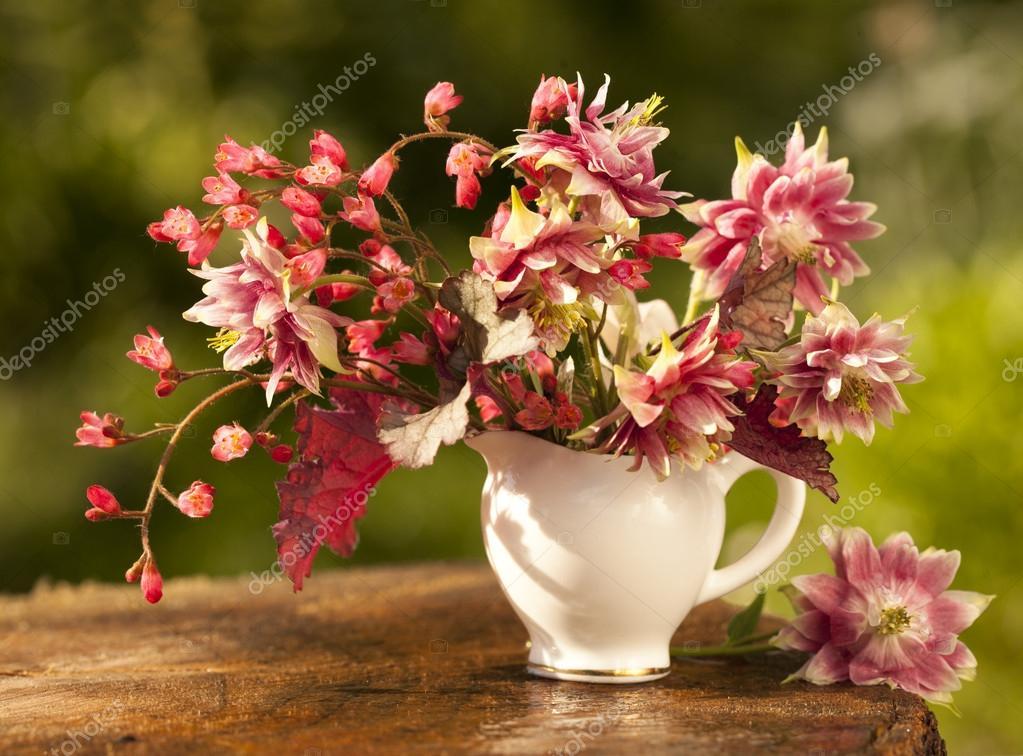 Bouquet di fiori primaverili foto stock lilun li 26308619 - Fiori primaverili ...