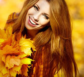 Young brunette woman portrait in autumn color — Stock Photo