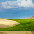 Tuscany landscape with typical farm house on a hill in Val d'Orc — Stok fotoğraf #12589672