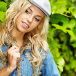 Sexy blonde in blue jeans — Стоковое фото #12590309