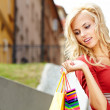 glad ung kvinna shopping — Stockfoto #12590684