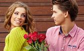Cerrar retrato de pareja joven atractiva en otoño color. — Foto de Stock