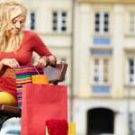 shopping donna in colori autunnali — Foto Stock