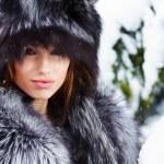 冬季雪上狂野的女人 — 图库照片 #13860457