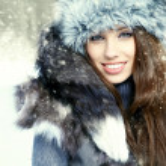 Beauty woman in the winter scenery — Stock Photo #14081036