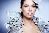 シルバー リーフ ドレス冬の女性の肖像画 — ストック写真