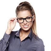Mujer de negocios joven linda con gafas — Foto de Stock