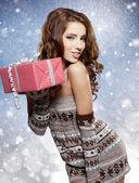 Donne con un regalo — Foto Stock