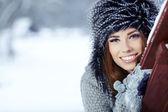 Piękne włosy brunetka dziewczynka i zimowe ubrania — Zdjęcie stockowe