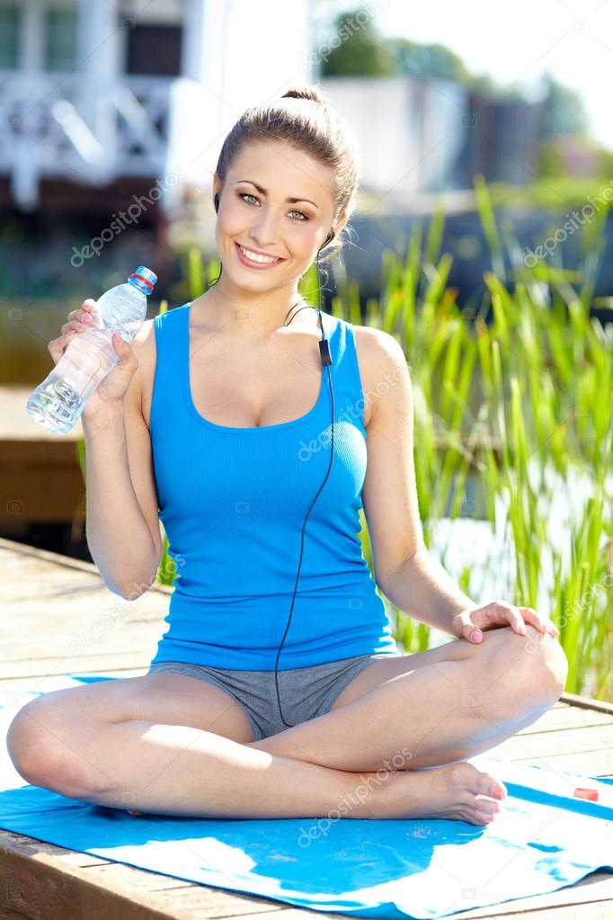Brunette girl doing yoga exercises by pool  — Stock Photo #19117385