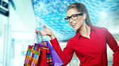 Beautiful shopping woman at a mall smiling — Stock Photo