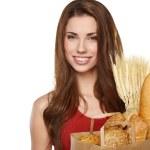 Femme souriante tenant un sac d'épicerie — Photo
