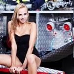 sexy femme et incendie camion — Photo