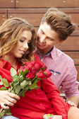 Beautiful couple in love with rose — Stockfoto