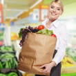 Woman shopping for fruits and vegetables in produce department — Stock Photo