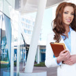 Businesswoman outside a modern office building — Stock Photo