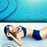 Summer . Beautiful young woman at a pool — Stock Photo