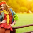 Fashion woman walking in autumn park — Stockfoto #25675573