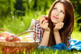 Portrait of beautifu young woman with a basket of fruit — Stock Photo