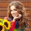 Autumn fashion woman with flowers — ストック写真