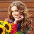 Autumn fashion woman with flowers — Stok Fotoğraf #26551193
