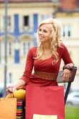 Hermosa mujer compra — Foto de Stock