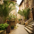 Narrow Alley With Old Buildings In Typical Italian Medieval Town — Stockfoto