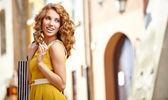 Mulher de compra na cidade — Foto Stock