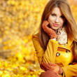 Ywoman with autumn leaves — Stock Photo
