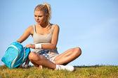 Žena odpočívá po tréninku — Stock fotografie