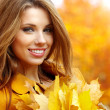 Autumn woman on leafs — Stockfoto