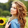 Autumn fashion woman with flowers — Stockfoto