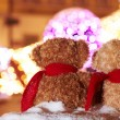 Teddy bears Couple sitting on a bench back view on holiday night — Stock Photo
