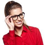 Portrait d'une belle jeune femme porte des lunettes — Photo