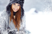Portrait of a young woman in winter park — Stock Photo