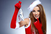 Vánoční santa hat izolované žena portrét držet vánoční dárek. — Stock fotografie
