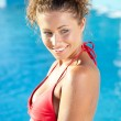 Beautiful female model posing by the pool, outdoor portrait — Stock Photo