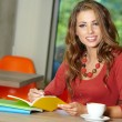 Foto Stock: Lovely student girl in cafe