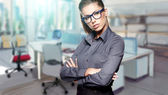 Young business woman in an office — Stockfoto