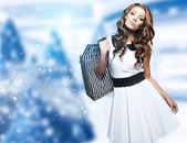 Vánoční nákupní žena — Stock fotografie