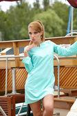 Elegante vestido retro del desgaste de mujer — Foto de Stock
